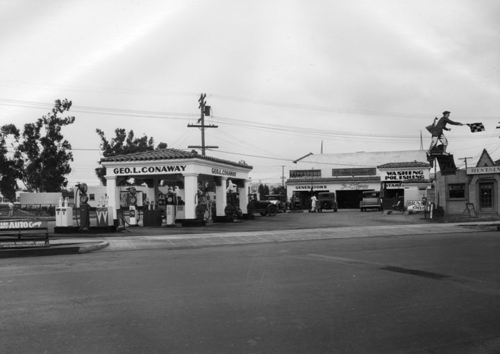 GeorgeLConawayservicestation1932.jpg