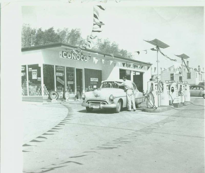 Omaha, NE  (Lee Haver's Conoco Service at 42nd and Nebraska Ave)  Grand Opening in 1957  <Tokheim 300>.jpg
