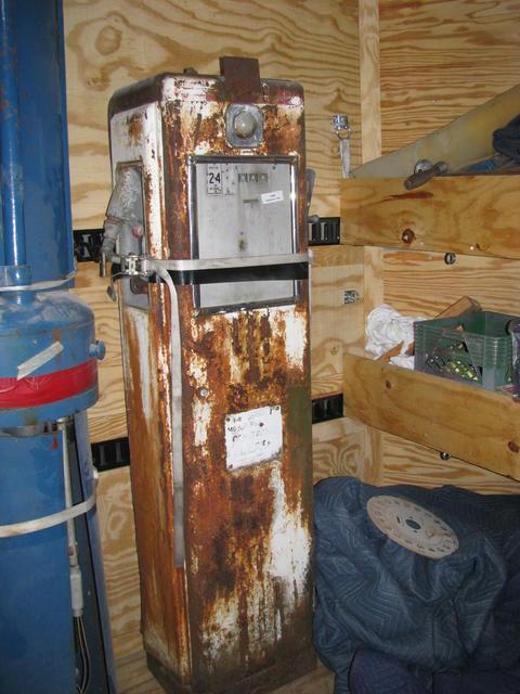 Rapidayton 1420 Gas Pump - Primarily Petroliana Shop Talk