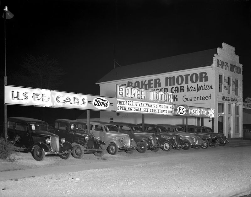 Baker_Motor_Used_Car_Lot_at_Night_May_1937 (1).jpg