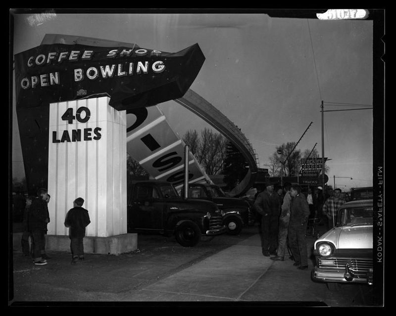 Classic_Bowling_Sign_Shot_10 (1).jpg