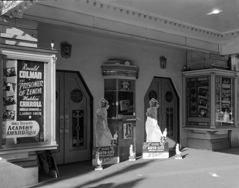 Display_at_Rialto_Theatre_Dec_1937 (1).jpg