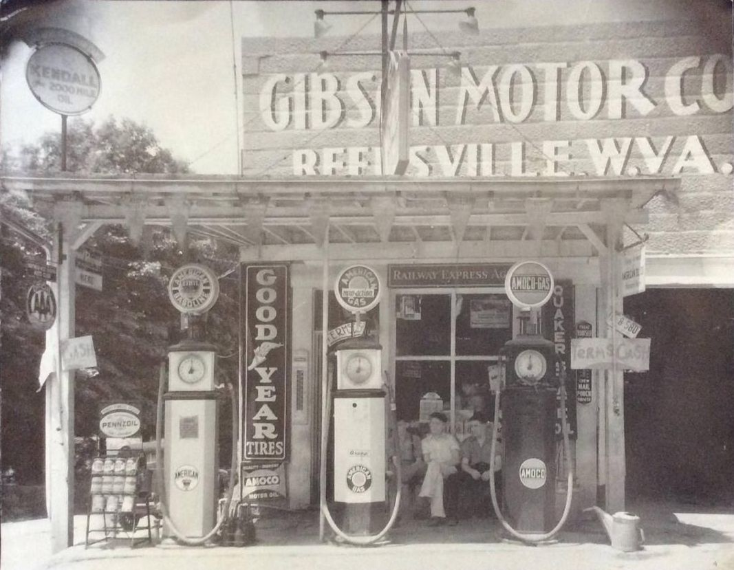 Amoco Pennzoil pumps signs.JPG
